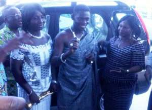 Actor Koo show off the keys to the car. Beside him is Rose Mensah,popularly known as Kyeiwaa (Right) and his wife, Victoria Owusuaa Adomako (Left).