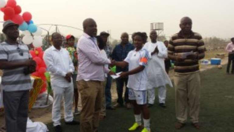 Apem Darkoa captain receiving their prize money of GHC2000.00