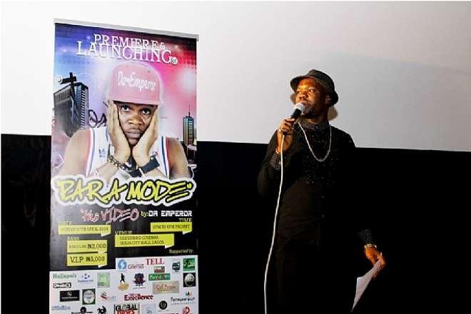 BRILLA FM'S MC KCEEBROWN, THRILLING THE GUESTS AT DA EMPEROR'S PARA MODE MUSIC VIDEO PREMIERE