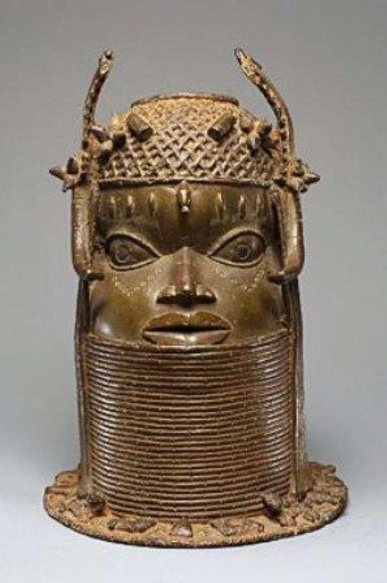 <em>Commemorative Head, Benin, Nigeria now in Weltmuseum, Vienna, Austria.</em>