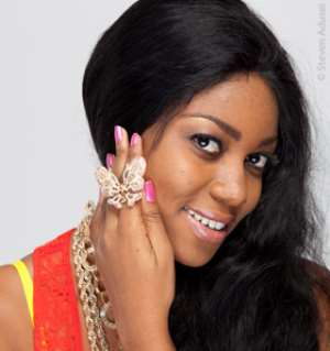Yvonne Nelson displaying her continental award