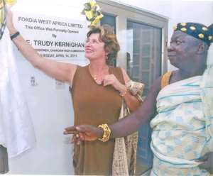 Her Excellency Trudy Kernighan being assisted by Nana Essilfie Asare II, Krontihene of Edubiasie to unveil the plaque for Fordia, West Africa