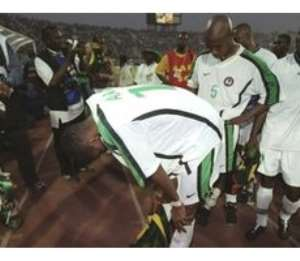 Nigerian players are distraught after their shoot-out loss in the final of the 2000 Nations Cup