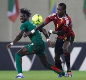 Angola's Manucho, right, edges past Burkina Faso's Florent Rouamba during their African Cup of Nations Group B match at Malabo Stadium in Malabo, Equatorial Guinea, Sunday, Jan. 22, 2012. Photo: Rebecca Blackwell / AP