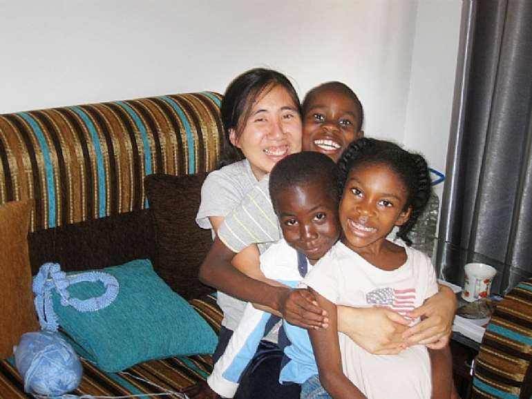 (PHOTO: FREEMATTANDGRACE.COM) Grace Huang and her adopted children.