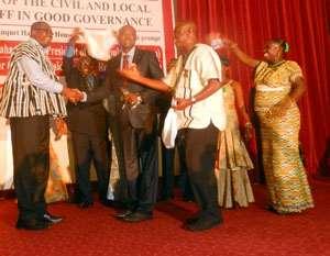 Kofi Dwomoh Asubonteng receiving the keys to his car from Ofosu Ampofu at the banquet Hall