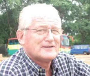 Berekum Chelsea coach, Hans van der Plyum