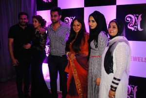 India Bollywood Exclusive: Actress Rati Agnihotri Launches Neha Lakdawala Jewellery Exhibition In Mumbai
