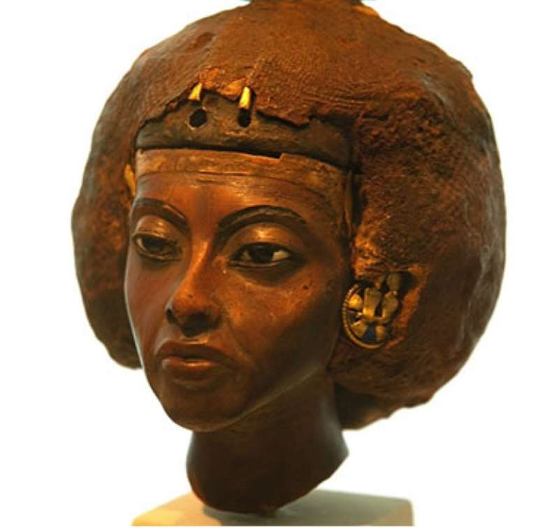 """<br>Queen Tiye, Egypt, now in Neues Museum, Berlin, Germany<br>Another Egyptian Queen in Berlin. Could they turn her also into a """"Berlinerin"""" or is she too dark?"""