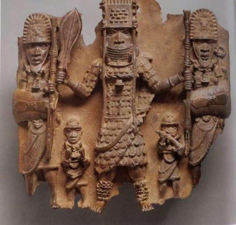 Plaque of Oba Ozolua with warrior attendants, Benin, Nigeria, World Museum, Vienna