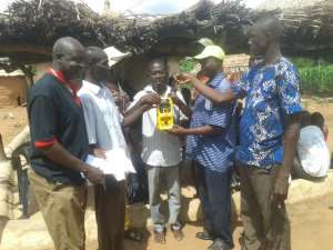 Lom Fm/Farm Radio International Distributes Radio Sets To Farmers In Bunkpurugu/Yunyoo District