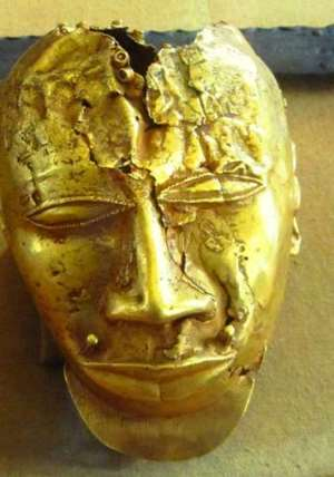 Gold mask, 20 cm in height, weighing 1.36 kg..of pure gold, seized by the British from Kumasi, Ghana, in 1874 and now in the Wallace Collection, London, United Kingdom