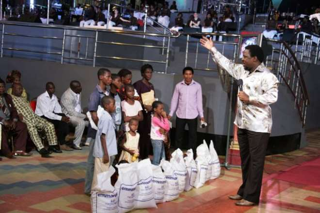 ts tb joshua with family