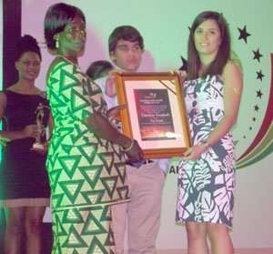 Mariane Akiki presenting Ebenezer Assafuah's plaque to his mother