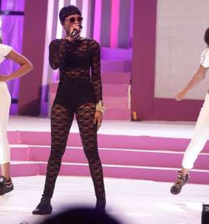 Eazzy thrills with performance at Miss Malaika finals