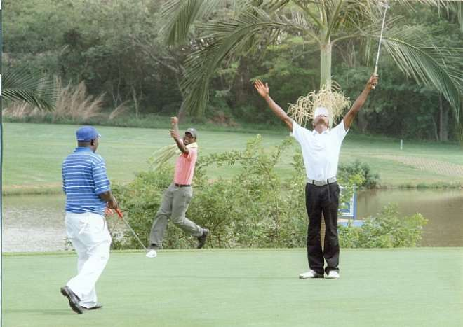 VINCENT CELEBRATES AFTER SINKING IN A LONG PUTT