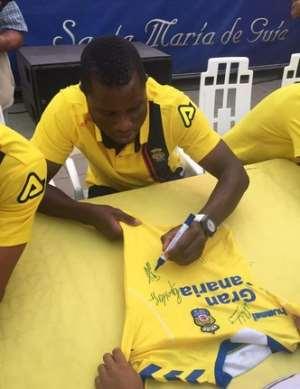 Wakaso Mubarak meets up with Las Palmas fans