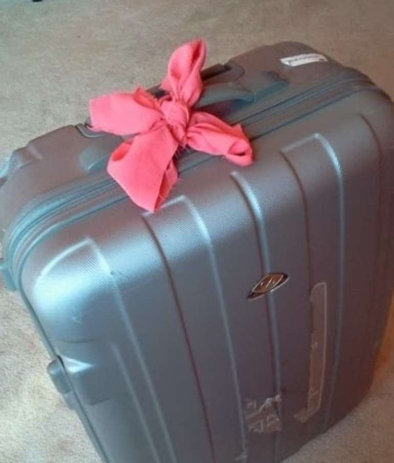 wbr1vih77o black suitcase1