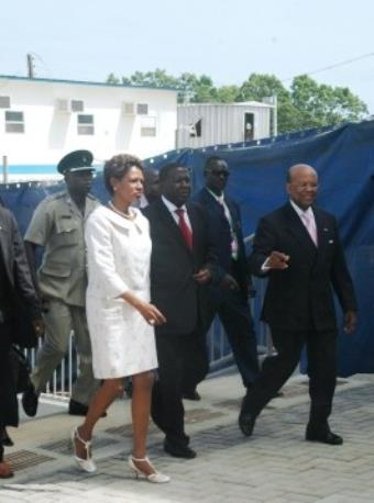 Ghanaian Vice President Aliu Mahama flanked by Ms Pamela Bridgewater, US Ambassador to Ghana and General Charles Williams, Director of US Overseas Building Operations at the new US Embassy in Accra