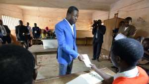 Togo's incumbent President Faure Gnassingbe prepares to vote in the presidential election at a polling station in Lome on April 25, 2015.  By Issouf Sanogo (AFP)