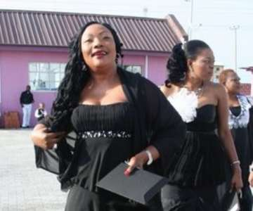 Actress eucharia anunobi...........shes still got popsocks on<br/><br/><br/>ENCOMIUM MAGAZINE had its black and white ball on sunday april 26,2009 and here are some celeb shots from the event.<br/>The black and white ball has been dubbed by event addicts as the best event yet in 2009....dont think any event will meet the standard.