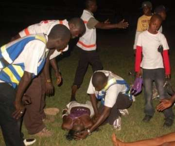 Female fan faints...na wa o ;)<br/>Pix thanks to Peter Okoye