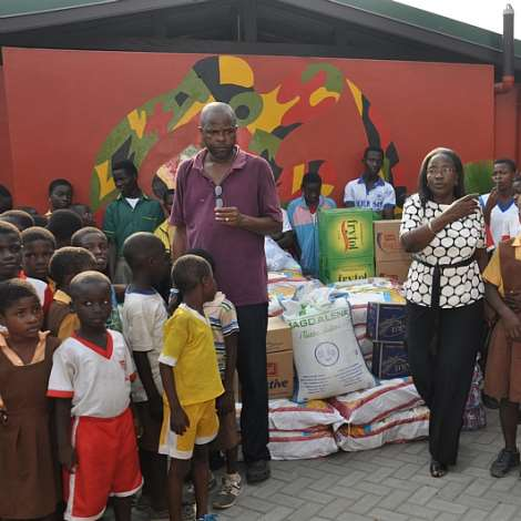 DSC 0258.MRS. MATILDA AMISSAH-ARTHUR DONATES FOOD STAFF AND TWO SHEEPS TO BASICS CENTRE  (3)