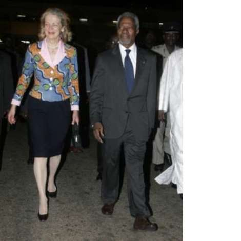 Former U.N. Secretary-General Kofi Annan and his wife Nane Annan arrive at the Kotoka International Airport in Ghana's capital Accra January 23, 2007. Hundreds of cheering well-wishers, dancing and waving Ghanaian flags, greeted Annan when he arrived in his native Ghana after 10 years at the helm of the world body. Picture taken January 23, 2007. REUTERS/Yaw Bibini (GHANA)