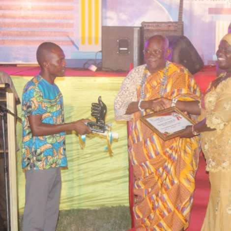 Abongobi Radio Wins Award Of Excellence 2017 (2)