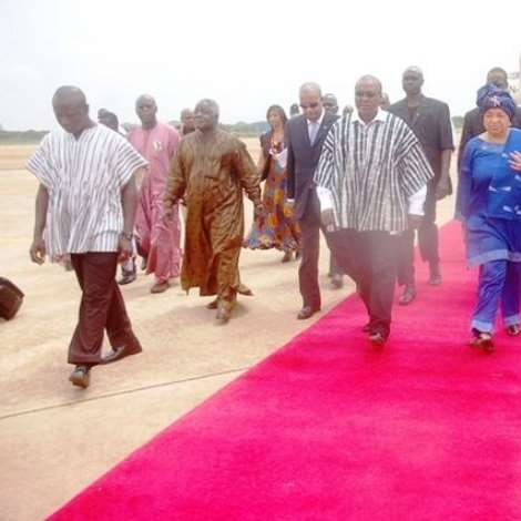 VICE PRESIDENT MAHAMA AND LIBERIAN PRESIDENT MRS JOHNSON-SIRLEAF GOING TO THE JUBILEE LOUNGE AT K.I.A.