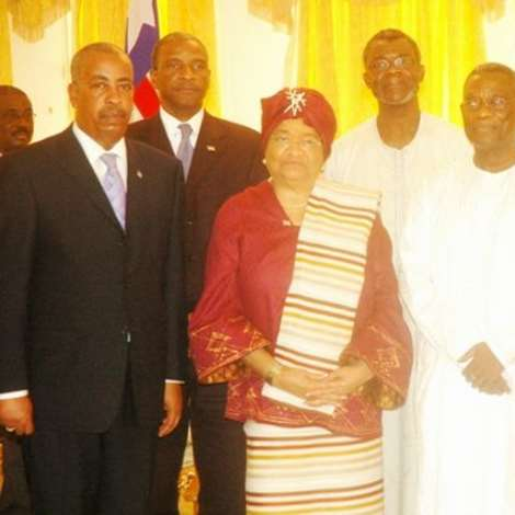 PRESIDENT MILLS (SECOND RIGHT), MRS JOHNSON-SIRLEAF, LIBERIAN PRESIDENT (THIRD RIGHT) AND VICE PRESIDENT MAHAMA (RIGHT) AT THE CASTLE, OSU