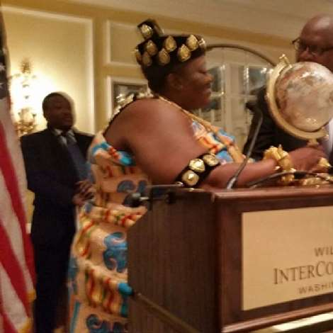 KING PEGGY RECEIVING THE AWARD FROM PROFESSOR ADUFUYE, THE NIGERIAN AMBASSADOR TO THE UNITED STATES
