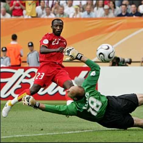 Ghana take the lead on 22 minutes when Haminu Dramani robs the ball from Claudio Reyna and curls a shot past Kasey Keller