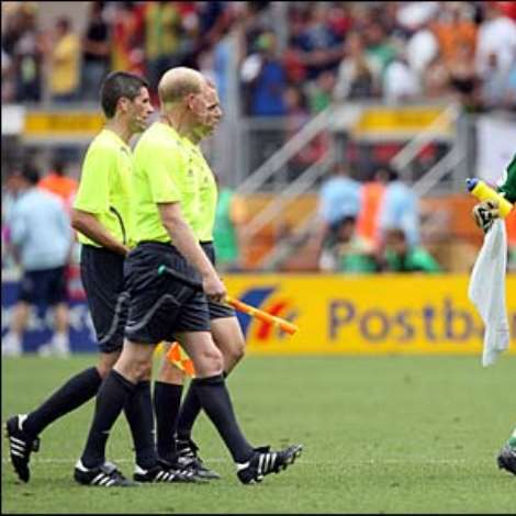 USA keeper Keller shares his mind with the match officials at half-time after they awarded Ghana a dubious penalty
