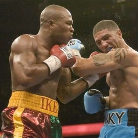 Winky Wright, right, and Ike Quartey, of Ghana, trade blows during the fourth round of a middleweight boxing match Saturday night, Dec. 2, 2006, in Tampa, Fla.