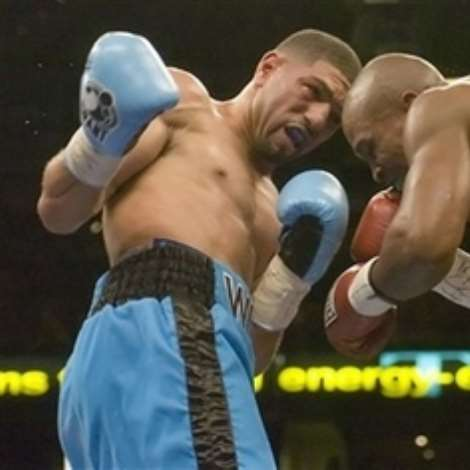 Winky Wright, left, fights Ike Quartey, of Ghana, during the second round of a middleweight boxing match Saturday night, Dec. 2, 2006, in Tampa, Fla.