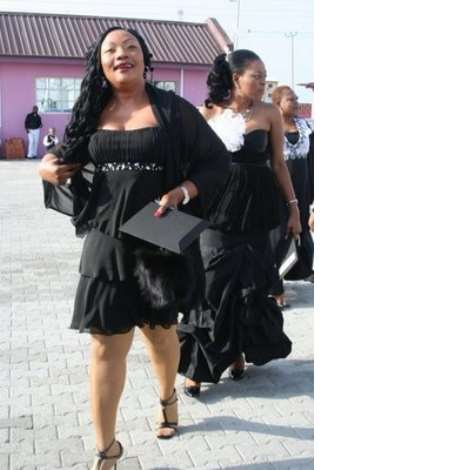 Actress eucharia anunobi...........shes still got popsocks on   ENCOMIUM MAGAZINE had its black and white ball on sunday april 26,2009 and here are some celeb shots from the event. The black and white ball has been dubbed by event addicts as the best event yet in 2009....dont think any event will meet the standard.