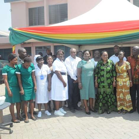 NANA LORDINA MAHAMA IN A GROUP PICTURE WITH THE STAFF OF USHER POLYCLINIC AFTER PRESENTING MEDICAL SUPPLIES TO THE POLYCLINIC