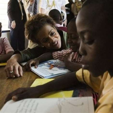 Governor General of Canada Michaelle Jean,left, is shown at the Nima Maamobi Community Learning Center taking part in a reading with children in Nima, Ghana, Monday, Nov. 27, 2006. The governor general will spend five days in Ghana during her state visit. (AP PHOTO/CP,Fred Chartrand)