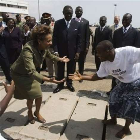 Governor General of Canada Michaelle Jean takes part in a dance while the President of Ghana John Agyekum Kufuor looks on during an arrival ceremony for Jean at Kotoka airport in Accra, Ghana, Monday, Nov. 27, 2006. The governor general will spend five days in Ghana during her state visit.