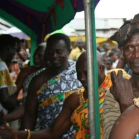 Otoobour Djan Kwasi II, Aburihene, exchanging pleasantries  with some special guests.