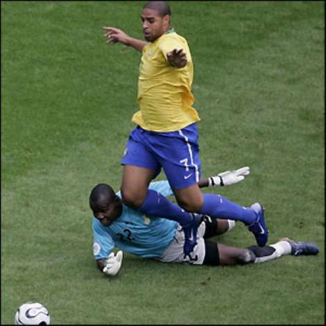 Four minutes later Adriano is shown the yellow card for diving after going down in the box under Kingson's challenge