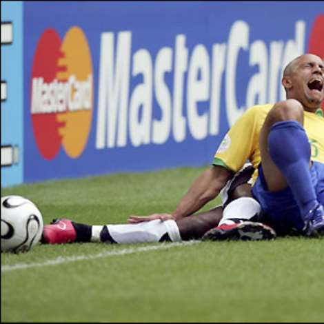 Ghana continue to battle hard though and Roberto Carlos is the victim of a crunching tackle from Illiasu Shilla