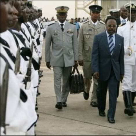 Gabonese President Omar Bongo (C) reviews an honour guard on his arrival at Accra airport 5 March. African leaders were pouring into the Ghanaian capital Accra ahead of 50th anniversary celebrations Tuesday of the country's independence from Britain(AFP/File/Kambou Sia)