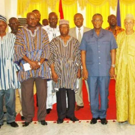 DSC 6562 A CLOSE PROFIKE OF THE TUMU DELEGATION IN A PIX WITH PRESIDENT MILLS