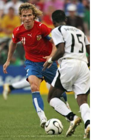 Czech midfielder Pavel Nedved (L) vies with Ghanaian defender John Pantsil during the 2006 World Cup Group E football match Czech Republic vs. Ghana, 17 June 2006 in Cologne, Germany. AFP PHOTO / JOE KLAMAR timestamp: 1150566072