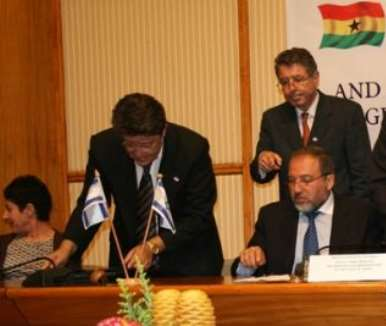 Alhaji Muhammad Mumuni, Ghana s Foreign Minister (right), signing the Agreement and Joint Declaration with Mr Avigdor Liberman, Deputy Prime Minister /Foreign Minister of Israel (left).
