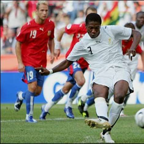 Asamoah Gyan shoots on hearing the ref's whistle and is booked; he shoots wide at the second time of asking