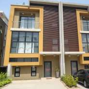 5 Bdrm Townhouse w/ Pool & Gym in Cantonments