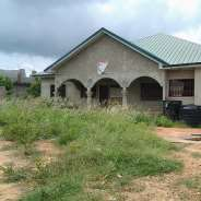4 bedroom on double plot for sale,Amrahia